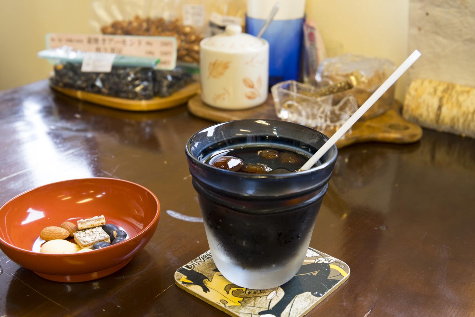東山の湧水を使用した水出しコーヒー