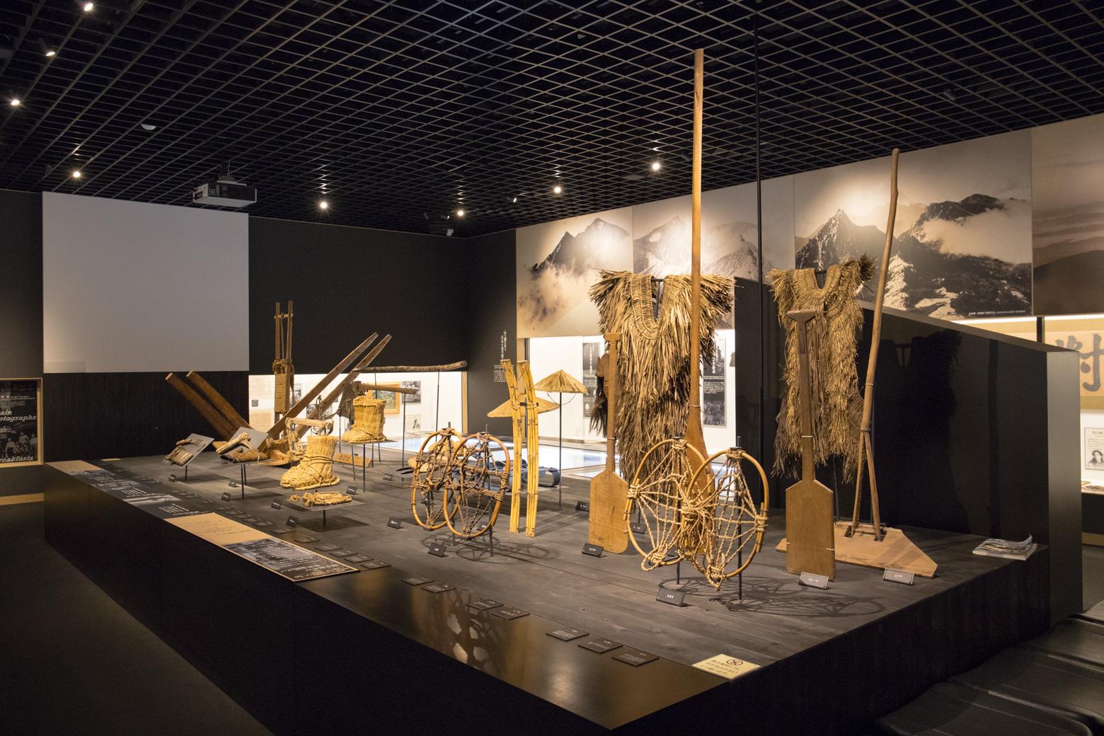 過去に使用されていた山道具の展示