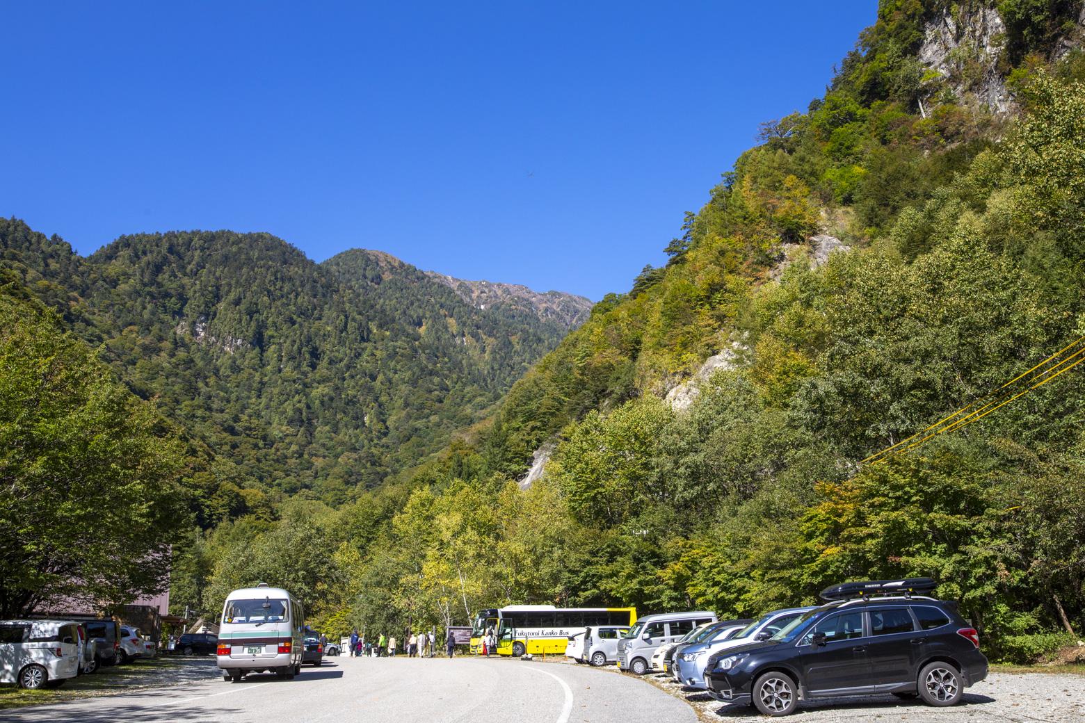 七倉山荘前の駐車場