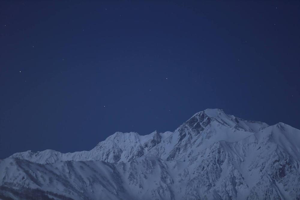 五竜岳と星空