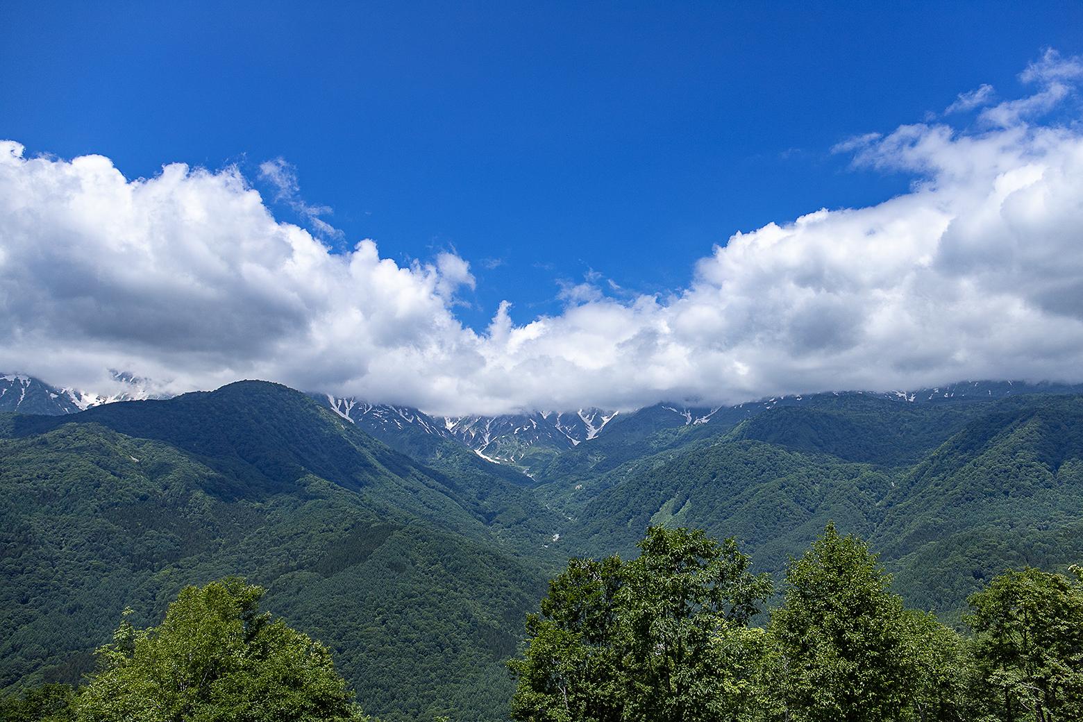 白馬三山は雲に隠れて見えず