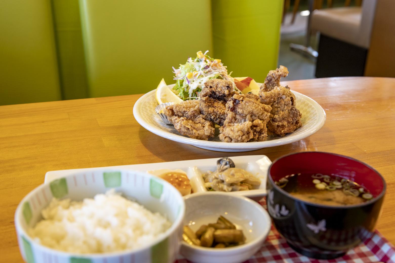 唐揚げ定食(1300円)